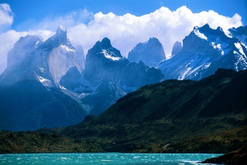 1024px-A_view_towards_Torres_Del_Paine