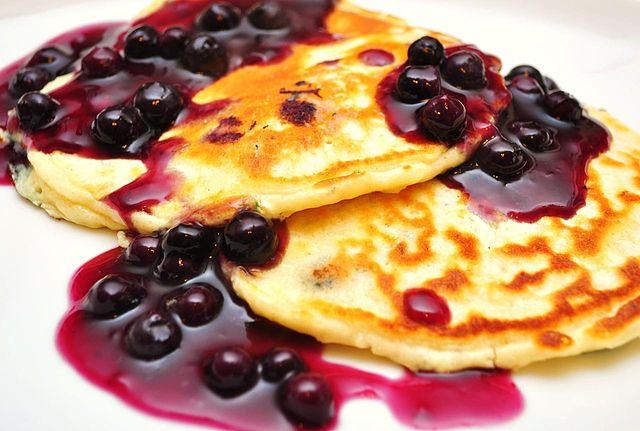 640px-Blueberry_pancakes_(1)