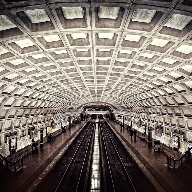metro-698661_1280 Cropped